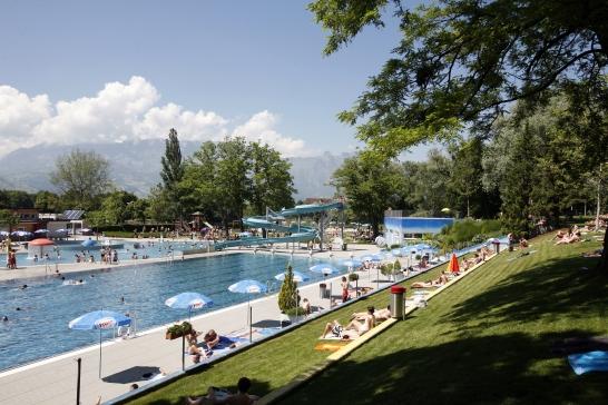 Schwimmbad 01